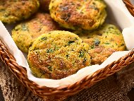 Рецепта Печени кюфтета от тиквички с топено сирене, лук, чесън и копър на фурна